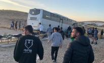 قتيل وإصابات إثر انقلاب حافلة إسرائيلية في النقب المحتل
