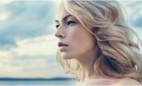 لماذا يتحوّل شعرك للون الأشقر في فصل الصيف؟