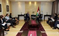 لقاء اشتية ووزير التعاون السويدي في رام الله