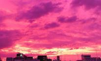 شاهدوا: لماذا تحولت السماء إلى اللون الأرجواني مع اقتراب إعصار