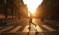 المشي 15 دقيقة يمنح العالم