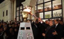 شاهد: وكالة ترصد لحظة إيقاد الرئيس عباس شعلة انطلاقة الثورة الفلسطينية