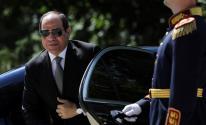 بالفيديو: الرئيس المصري يهدي