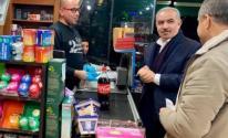 شاهد: اشتية يتجول في أسواق رام الله ويتفقد المحال التجارية