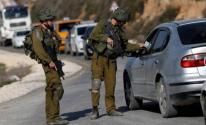 ضابظ إسرائيلي يسرق مركبة فلسطينية من وسط الضفة المحتلة