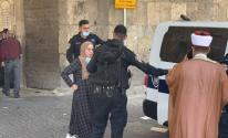 الاحتلال يعتقل 5 شابات مقدسيات وحارسًا للمسجد الأقصى