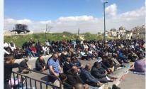 أهالي بديا يؤدون صلاة الجمعة على أراضي