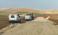 قوات الاحتلال تحتجز جرافة في سهل البقيعة بالأغوار الشمالية.jpg