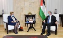 اشتية ونتاليا ابوستولوفا رئيس بعثة الاتحاد الأوروبي لدعم الشرطة في فلسطين
