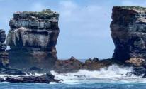 جسر طبيعى جذاب وسط المحيط.. انهيار