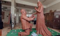 شاب ينحت تمثال رومانسى لأصحاب متلازمة داون عشان يطالب بحقهم في الحياة