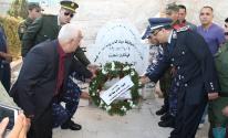 محافظ بيت لحم يزور مقابر الشهداء لقراءة الفاتحة على أرواحهم