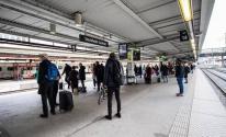 السويد | سيدة ترمي بنفسها وطفليها أمام القطار