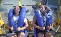 طائر نورس يصطدم بوجه فتاة أمريكية أثناء ركوبها لعبة فى الملاهى