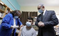 رام الله: اشتية يطلق المرحلة الأولى من حملة تطعيم طلبة المدارس الثانوية