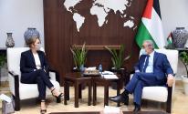 تفاصيل لقاء اشتية مع رئيسة بعثة الصليب الأحمر في رام الله