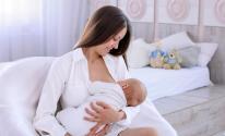 أطعمة وأعشاب لزيادة إدرار حليب الأم المرضعة