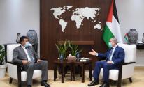 اشتية خلال استقباله وزير الزراعة الأردني خالد الحنيفات