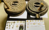 ضبط عملات ذهبية وقطع أثرية في منزل برام الله.jpg