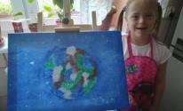 طفلة مصابة بمتلازمة داون تهدى ملكة بريطانيا لوحة فنية وتتفاجأ بردها