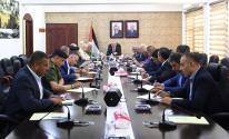 اشتية يترأس اجتماعا لقادة المؤسسة الأمنية في الخليل.jpg