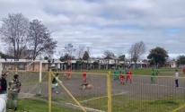 كلب يقتحم مباراة كرة قدم في تشيلي ويتسبب فى هدف