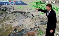 كلب يقتحم استوديو نشرة جوية ويقاطع صاحبه خلال بث على الهواء