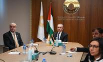 اشتية يدعو للاهتمام بتنمية قطاع غزّة وتعزيز التعاون مع بنك الاستقلال