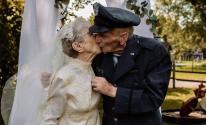 زوجان يقيمان حفل زفاف بعد 77 عاماً من زواجهما