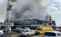 شاهد.. اندلاع حريق كبير بمجمع تجاري في قلنسوة