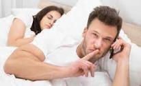 إدمان الهاتف يدمر علاقتك الزوجية