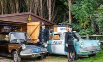 مهندس بريطانى يتخلى عن وظيفته لتجميع سيارات الشرطة القديمة