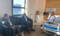 العالول وأبو سيف يطمئنان على صحة الدكتور نبيل شعث.jpg