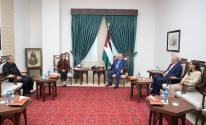 الرئيس عباس يلتقي بنقيب المهندسين الفلسطينيين