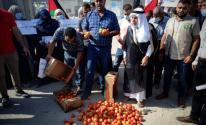 لهذا السبب.. مزارعو غزّة ينظمون وقفة أمام البوابة الخارجية لمعبر كرم أبو سالم التجاري