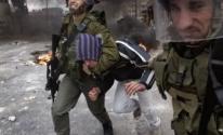 قوات الاحتلال تعتدي على شاب أثناء اعتقاله