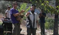 مستوطنون يُهاجمون قاطفي الزيتون غرب بيت لحم