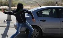 شبان يرشقون مركبات المستوطنين بالحجارة شرق قلقيلية