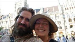 طرائف الازواج : زوجان سافرا إلى 7 بلدان دون دفع فلس واحد