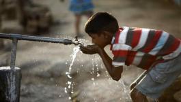 قناة عبرية تكشف النقاب عن مباحثات لإقامة مستودع مياه ضخم في غزّة