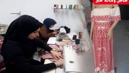 بالصور: فتاتان تُنشئان معرضاً لتصميم الأزياء في غزّة