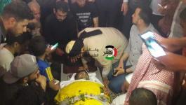 بالصور: جماهير رفح تشيع جثامين 3 شهداء ارتقوا خلال قصف اسرائيلي أمس