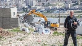آليات الاحتلال تهدم منزل