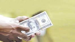الدولار الأميركي يهبط لأدنى مستوياته منذ مارس