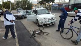 إحداها خطيرة.. إصابتان بصدم مركبة دراجة هوائية في رفح