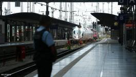 رجل يقتل طفلا بأبشع طريقة بمحطة قطارات