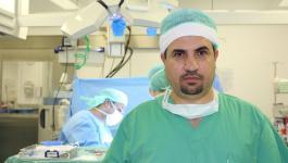 شاهد: بروفيسور فلسطيني يُنشئ مستشفى في موسكو ويُقدم العلاج لفقراء الروس مجاناً