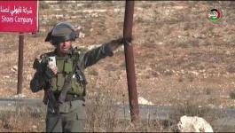 عدسة وكالة خبر ترصد مواجهات الشبان مع قوات الاحتلال قرب حاجز