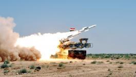 المضادات السورية تتصدى لطائرات مُسيرة في محيط مطار حماة