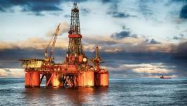 النفط : يتراجع دون 65 دولارا للبرميل
